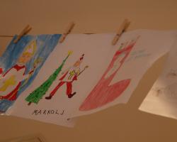 Sveti Nikola nagradio darovima male umjetnike u slatinskom dm-u