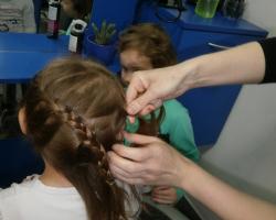Zvjezdice se upoznaju s novim zanimanjem-frizer